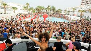 Fiesta en el hotel Ushuaïa de Ibiza