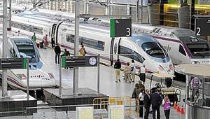 Los trenes españoles afrontan 24 horas de huelga histórica.