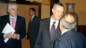 Fernando Garcia Rascón junto a Juan José Hidalgo y Jesús Caldera.