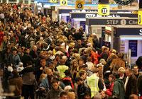 Una cola para ricos y otra para pobres en los aeropuertos británicos.