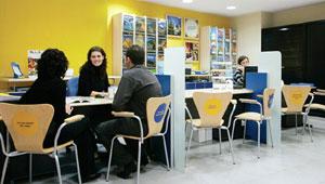 Menos oficinas y m s grandes la estrategia para las redes for Oficina turismo francia en madrid