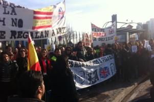 Trabajadores de Iberia protestan contra los recortes a las puertas de Fitur.