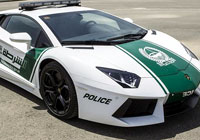 """La policía de Dubai va en Lamborghini por zonas turísticas para """"dar imagen de lujo""""."""