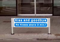 Coto a los besos de despedida en el aeropuerto de Aalborg: máximo 3 minutos.