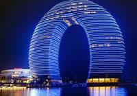 El hotel de Sheraton tiene forma de herradura.