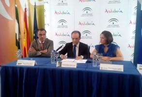 Rafael Gallego, presidente de CEAV, Rafael Rodríguez, consejero de Turismo andaluz, y Rocío Soriano, delegada de Turismo de la Diputación de Córdoba.