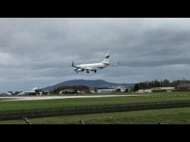 Los fuertes vientos abortan el aterrizaje de un avión en Austria
