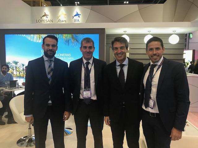Jose Alba, director comercial, Fernando Clavijo, presidente del Gobierno de Canarias, Zoilo Alemán,director de ExpoMeloneras, y Hector Suárez, director de Infraestreucturas Turísticas