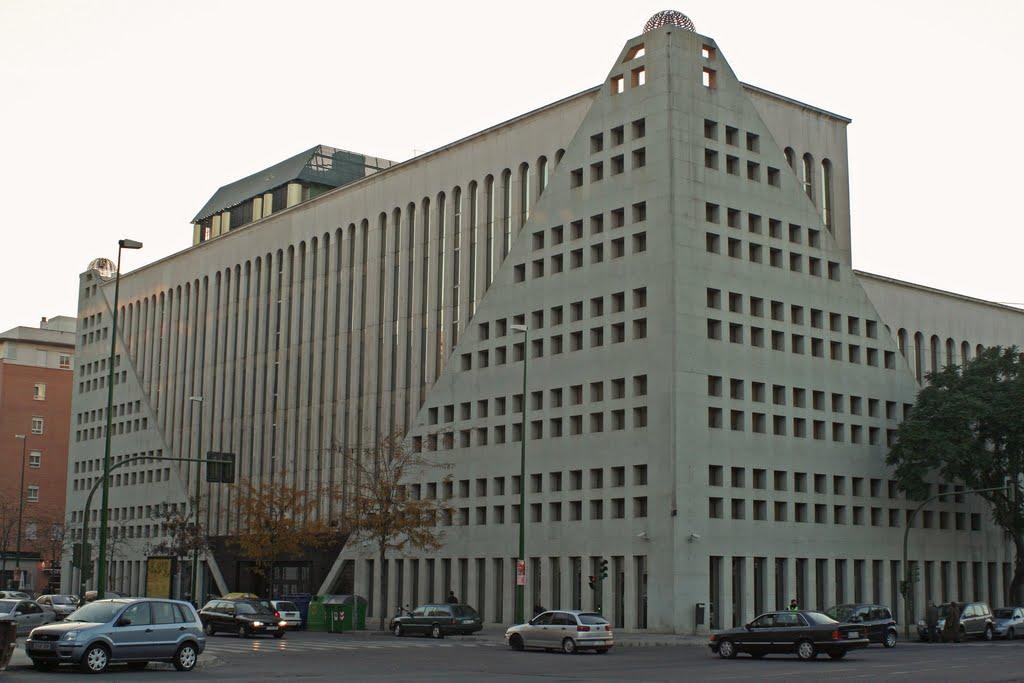 El edificio de abengoa en sevilla ser un hotel 5 for Hotel calle sevilla madrid