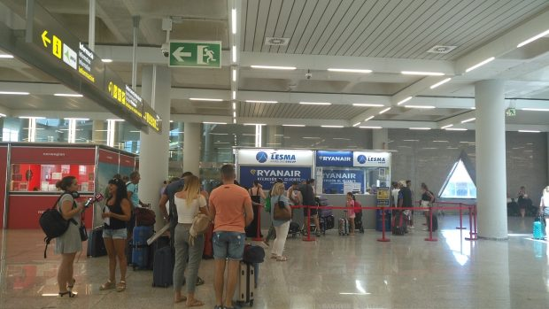 Aeropuerto de Palma Son Sant Joan. Cancelaciones por huelga TCP de Ryanair-Atención al Cliente