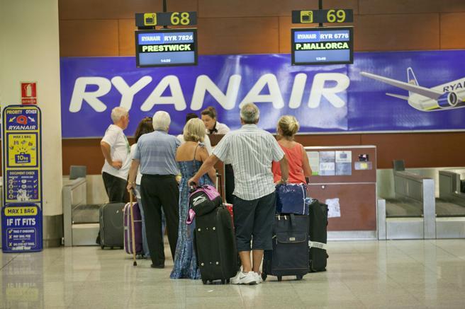 """e6fa89ed7 La autoridad italiana de la competencia del mercado ha informado que """"ha  ordenado provisionalmente la suspensión de la nueva política de equipaje por  parte ..."""