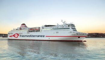 La compañía naviera españolaTrasmediterranea estrena logo. El 'Fortuny' con el nuevo logo en la imagen (render)