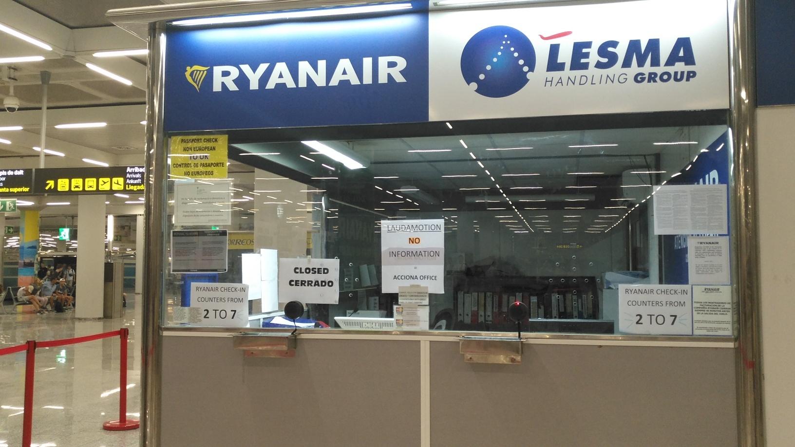 7e91e1465 ... y la Agencia Española de Consumo, Seguridad Alimentaria y Nutrición  (Aecosan) contra Ryanair por su nueva política de cobro por el equipaje de  mano ...