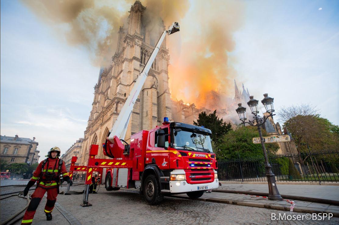 Resultado de imagen para Gucci donara 300 millones de euros para la reconstrucción notredame