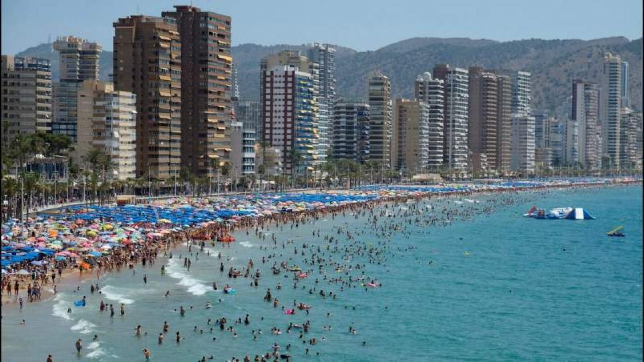 Benidorm: en julio solo abrirán 44 hoteles de 140   Noticias de ...